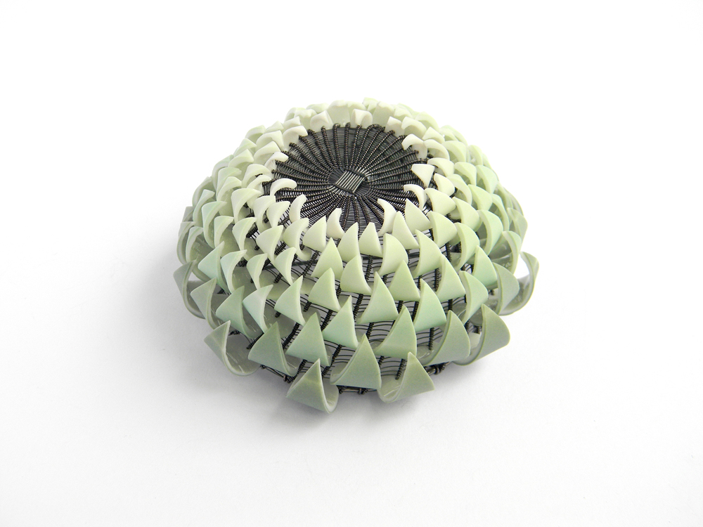 Peter Hoogeboom & Maja Houtman, Artichoke (Brooch), Ceramics (slipcasting), metalwork (basketry), silversmithing silver, porcelain