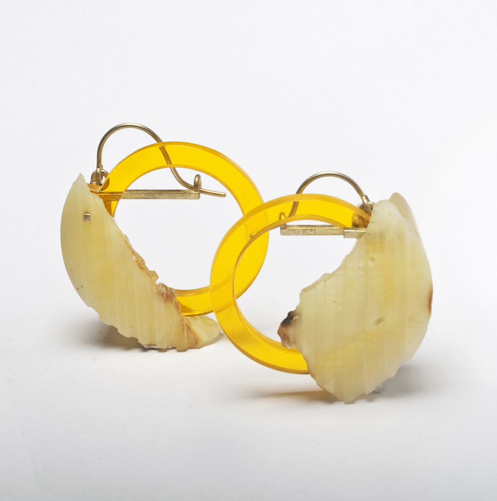Beate Klockmann, Earrings, Untitled, 2015, Gold, amber, Plastic, 40 x 40 x 20cm