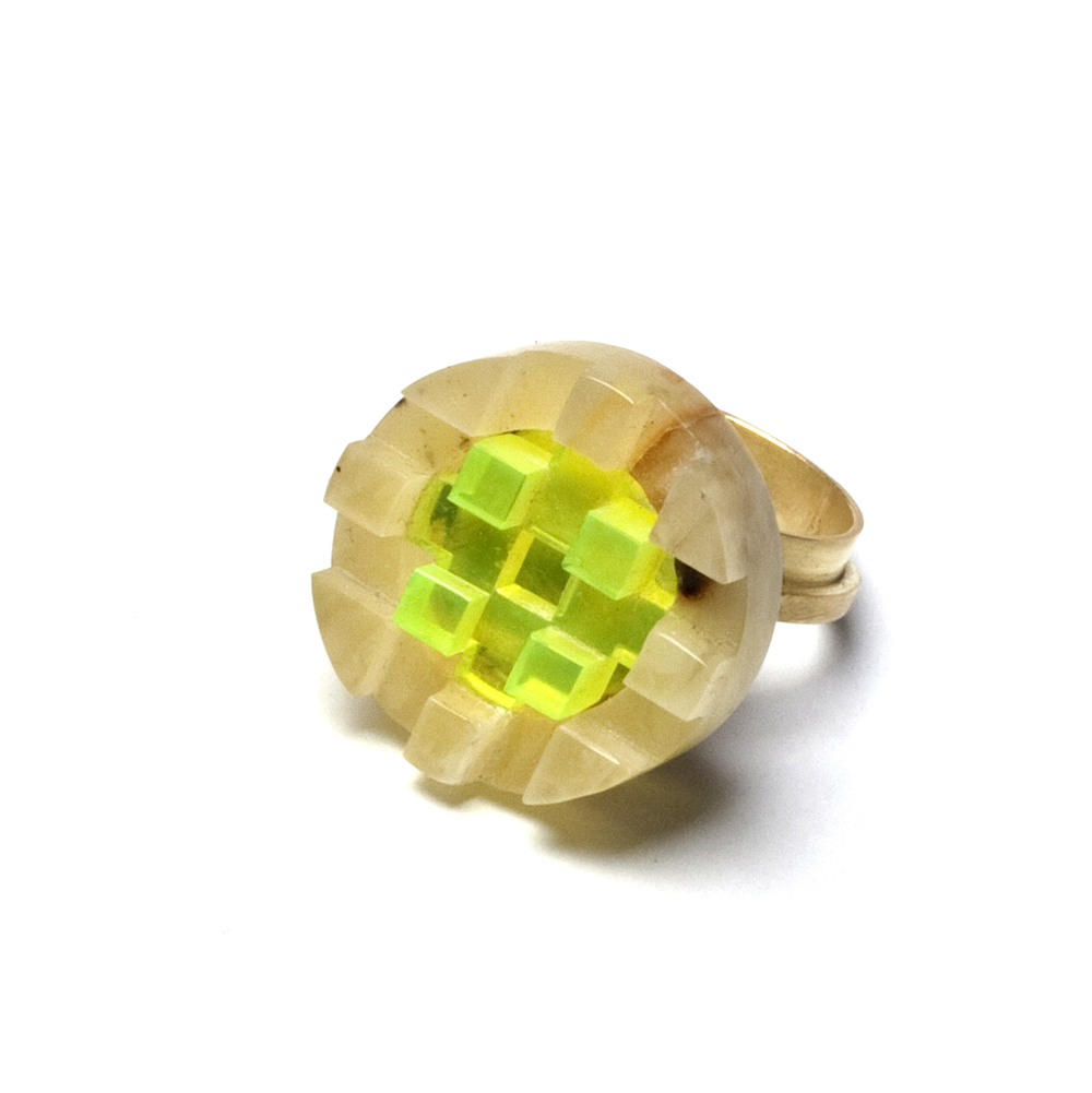 Beate Klockmann, Ring, Untitled, 2015, Gold, amber, Plastic